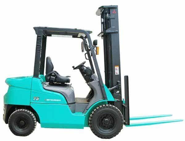 Xe nâng chạy dầu, chạy xăng và xe nâng chạy điện