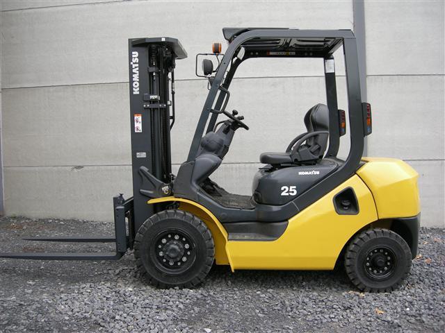 Giá xe nâng Komatsu 2.5 tấn