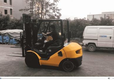 Xe nâng Komatsu 2,5 tấn nhập khẩu chính ngạch 2011